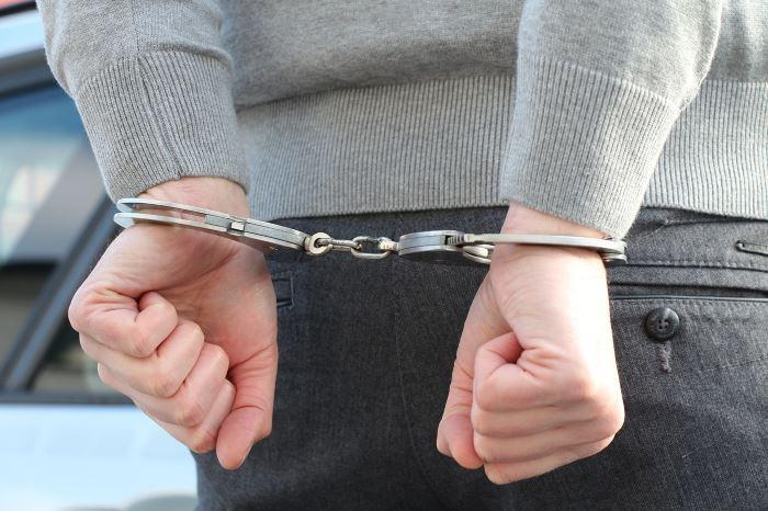 Policja Chełm: NIETRZEŹWY I BEZ UPRAWNIEŃ WJECHAŁ W OGRODZENIE POSESJI